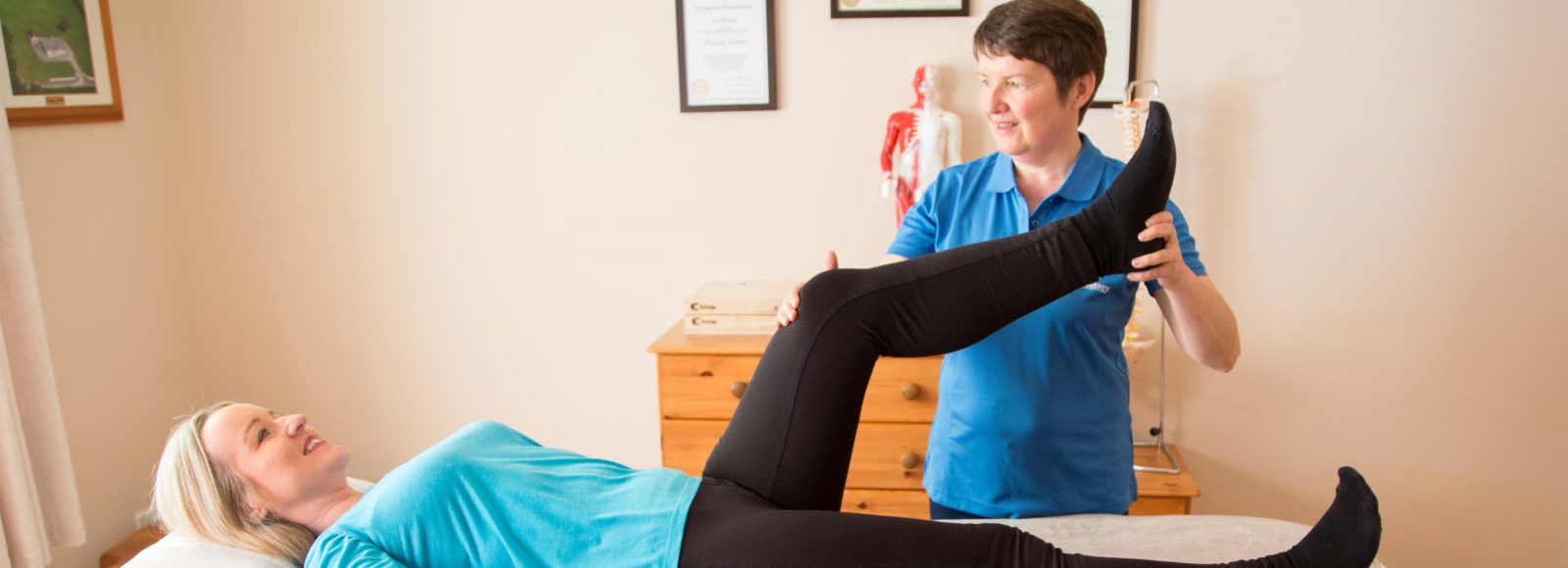 Sligo Kinesiology Patricia helping a client who suffers from knee pain